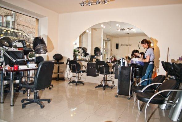 Galeria fryzur medica cosmetics fryzjerstwo kosmetyka for Salon medica